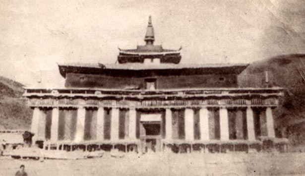 The original Riwoche Temple in the early 1950s, before its destruction by occupying military forces.